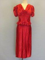 Image of 1985.054.002 - Dress