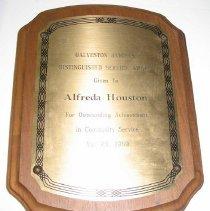 Image of 2004.02.3 - Plaque Awarded To Alfreda Houston