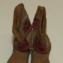Image of 76.058.16a,b - Pair of Miniature Leather Boots