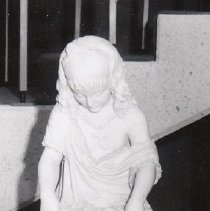 Image of 82.049 - Statue of a Child with Flowers