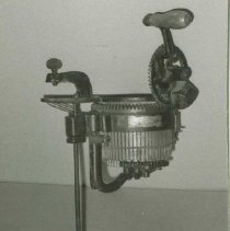 Image of 85.024 - Knitting Machine