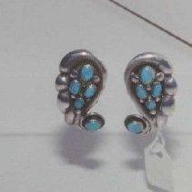 Image of 86.046.74.a,b - Navajo Earrings