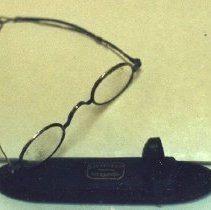 Image of 87.013.6.a,b - Eyeglasses and Case