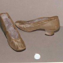 Image of 87.039.1,2 - Bridal Shoes