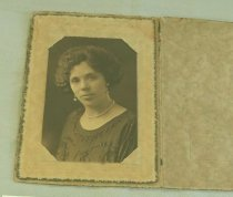 Image of Florence Thompson, Sycamore, Illinois - Photograph, Black-and-White