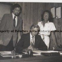Image of James Olson, U.N. Association; Mayor Guy Craig and Ann Draud. - l to r:  James M. Olson, U.N. Association; Mayor Guy Craig and Ann Draud.