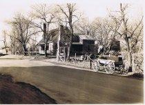 Image of Robinson's Tavern, Locust Grove 1940