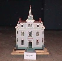 Image of front of dollhouse