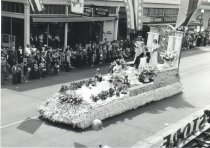 Image of 1995.022.001.006 - Marineer Pageant Parade 1947