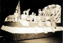 Image of 1940 Marineers' Pageant night parade