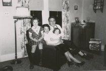 Image of 1997.519 - ROWLANDSON, Pam, ?, Kathy, Bob