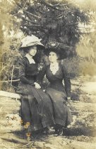 Image of 1998.031.016 - Two young women pictured on postcard