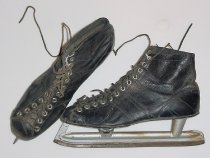 Image of 2002.081.001.001-.002 - Ice skates