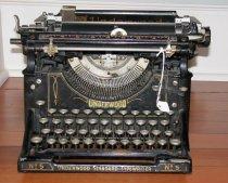 Image of 2004.036 - Typewriter, Manual
