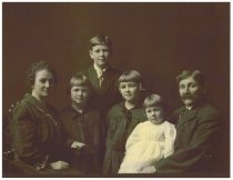 Image of Thera Porter's family (Haroldson)