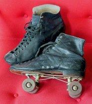 Image of 2005.051.A,B - Skate, Roller