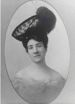 Image of Minnie Mangan, wide of Wallis Mangan