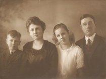 Image of 2010.009.016 - TRULSON, Harold Jr, Emma, Elna, Harold Sr.