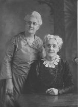 Image of D.I.026 - E. Luella Howard and her mother, Mrs. Emma Hurd - 1909
