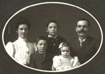 Image of Phillip Wagner and family