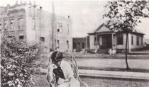 Image of D.I.120 - 1914 -former City Hall, Fire, Jail w/aAlice Brisky