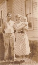 Image of D.I.127 - Gordon & Mary Sharpe Jorgenson and baby Doris