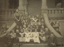 Image of Ethel Burrell's first grade class at Columbian School