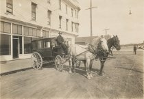 Image of D.IV.013 - Taylor Hotel taxi
