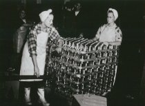 Image of D.V.095.005 - Women cannery workers