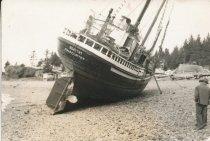 Image of D.XX.003.011.002 - DOROTHY beached in Seldovia, Alaska