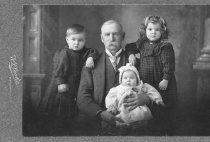 Image of fic.0565.004 - Cooke family portrait