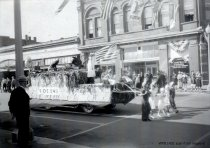 Image of Marineer Parade - Eagles float