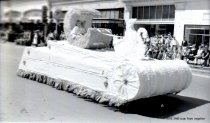 Image of WF 1468 - 1941 Marineer Parade - swan float