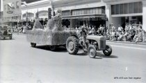Image of WF 1470 - 1941 Marineer Parade - tractor, wheat, scarecrow