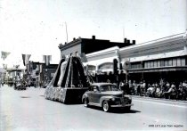 Image of WF 1471 - 1941 Marineer Parade - Lions Club Liberty Bell