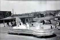 Image of 1940 Marineer Parade - Royalty float