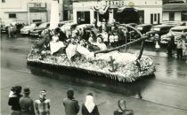 Image of WF 1637 - 1949 Marineer Pageant Parade - Royalty float