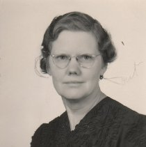 Image of WF 2613 - Mary Carter, AHS chemistry and biology
