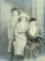 Image of WF 5326 - McCAULEY sisters