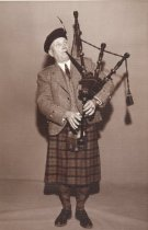Image of WF 5586 - Unidentified man with his bagpipes