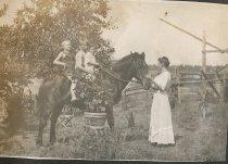 Image of 2012.097.009 - Carrie Burdon, Harry Gillespe, Lloyd King and John Soule on horse