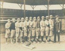 Image of 2013.035.001 - Anacortes men's baseball team