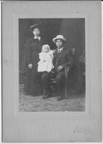 Image of 2013.071.017 - Seid Chee family c. 1916