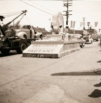Image of 2014.031.013 - Marineers Pageant float -- Mt. Vernon