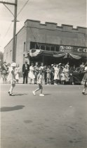 Image of D.II.228 - children in Marineer's Pageant Parade