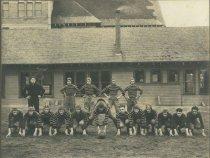Image of D.III.119.002 - football team and Coach Elwood Davis