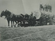 Image of D.VI.004 - bringing a log to the mill