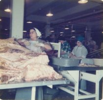 Image of 2012.083.001.060 - processing fish in a cannery