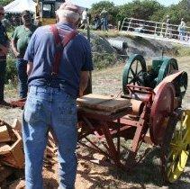 Image of 2015.059.022.010-.011 - machine used for splitting wood