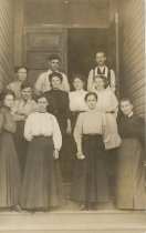 Image of Anacortes Steam Laundry employees